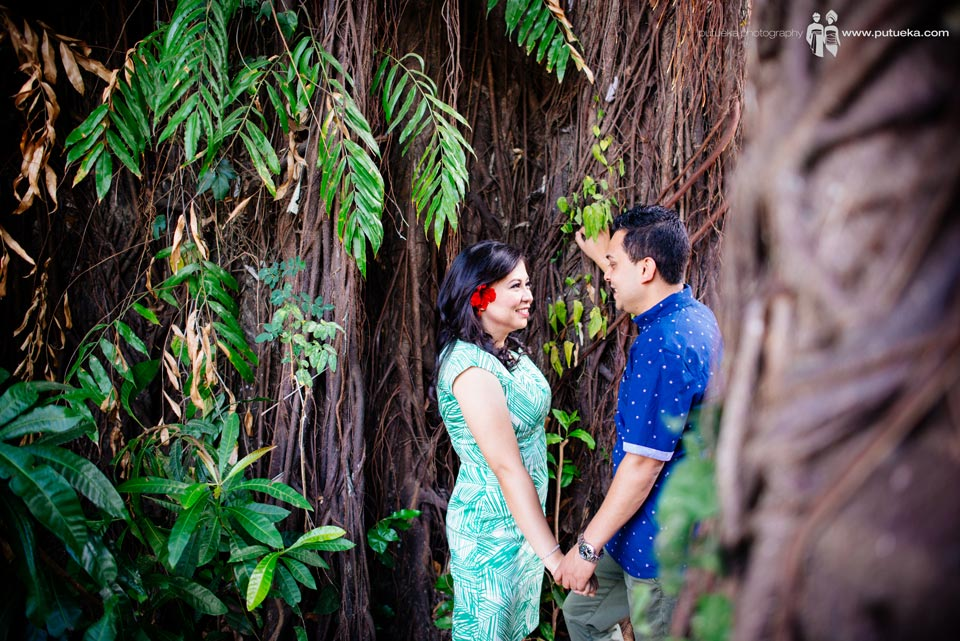 Holding hand in pre wedding session
