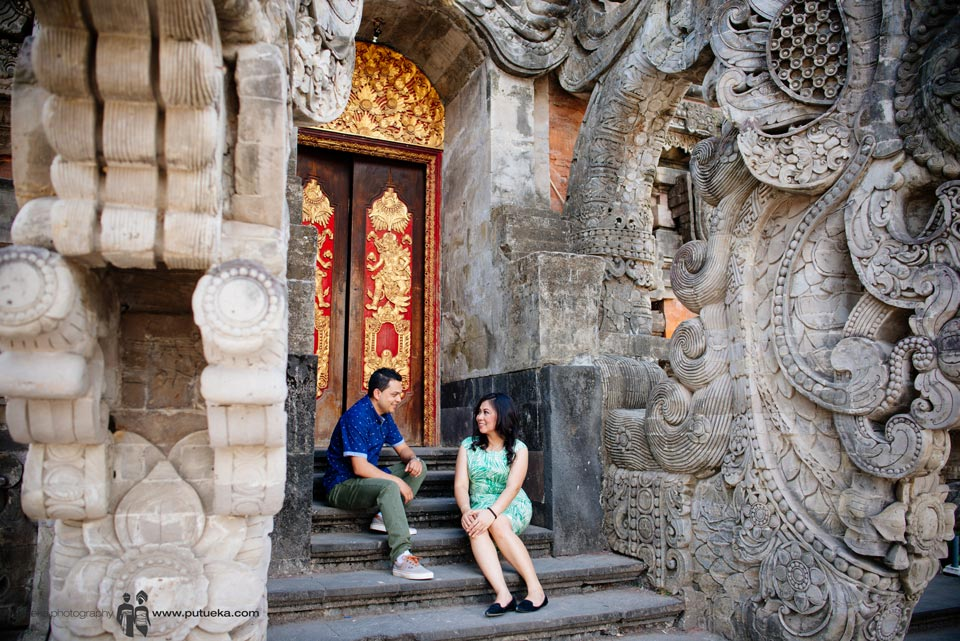 Chit chat in front of balinese architecture