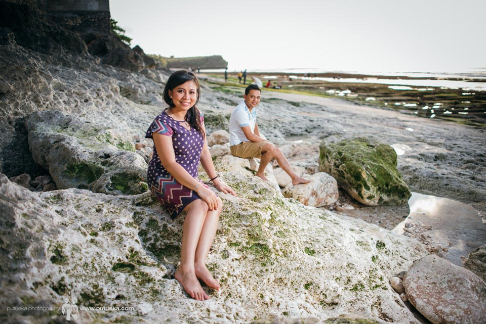Ditya sit on limestone in bali pre wedding photo session