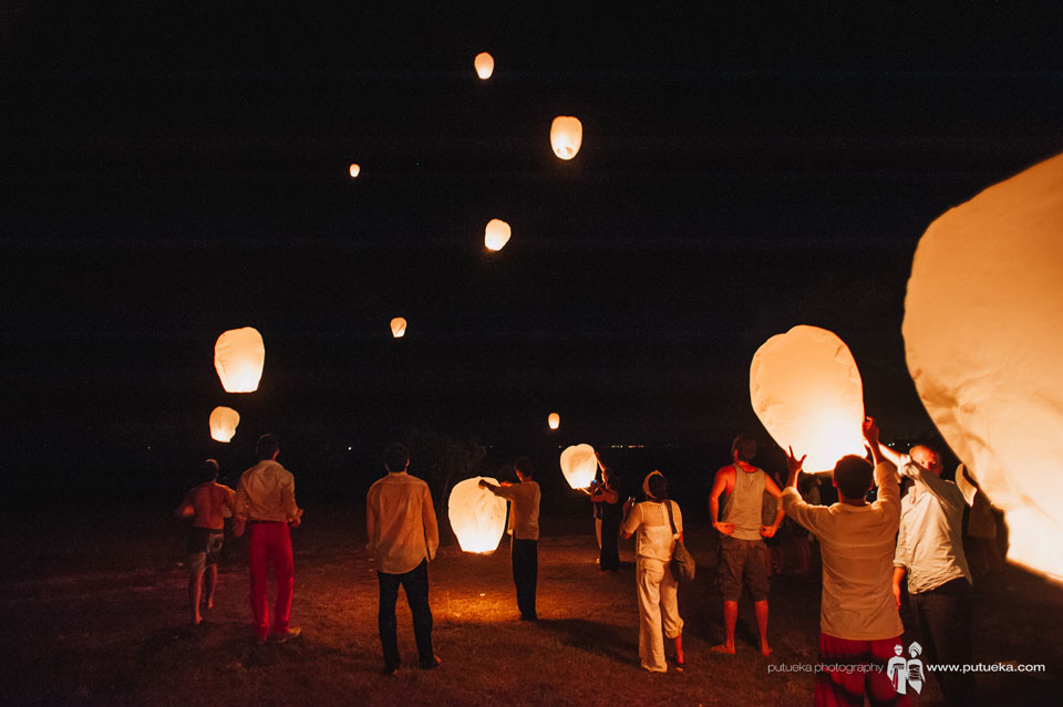 Everyone enjoy flying the flying lantern