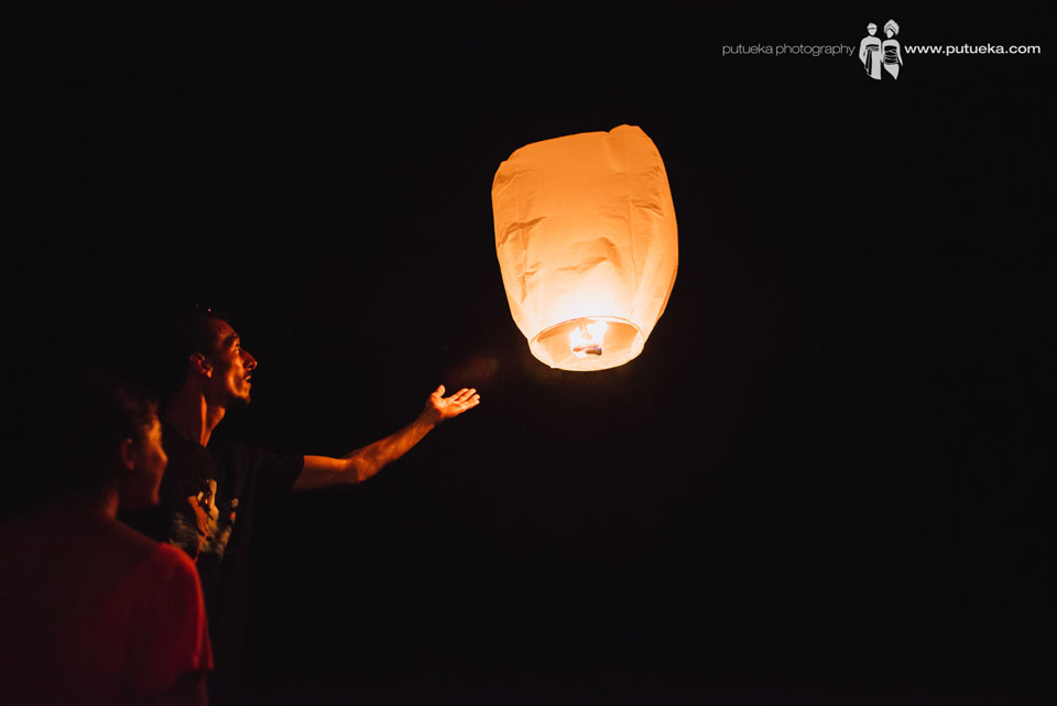 Release the flying lantern to sky