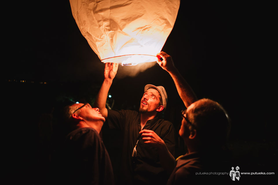 The guest ready to fly the flying lantern