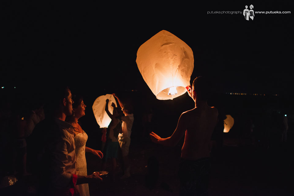 All guest try to light the flying lantern