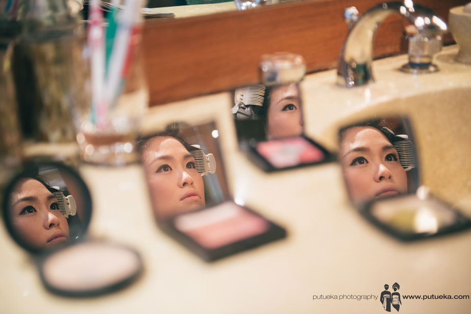 Reflection from gorgeous Jessie before their bali wedding at Amankila