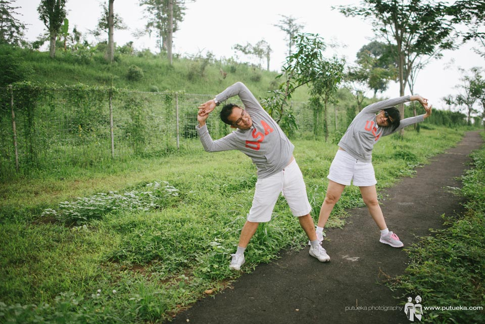 Morning stretching before long day bromo pre wedding
