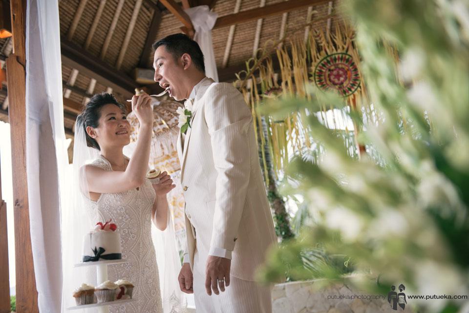 Eat their yummy wedding cake
