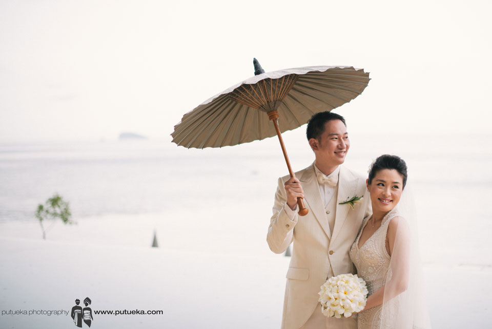 Bali wedding happiness at Amankila with seaview