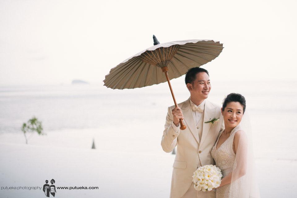 Bali wedding happiness at Amankila with seaview
