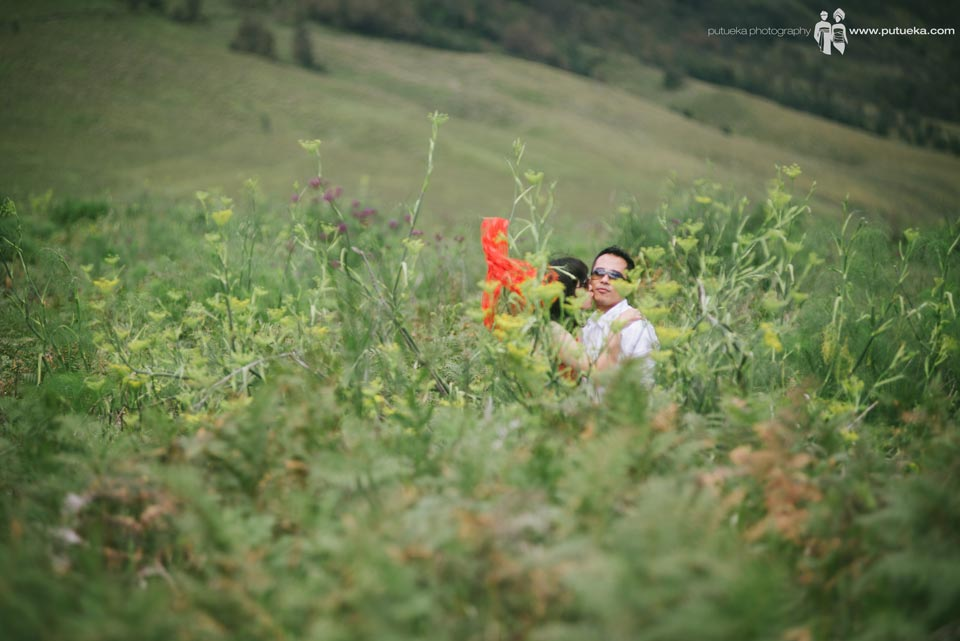 Kissing you on Bromo Java Prewedding session
