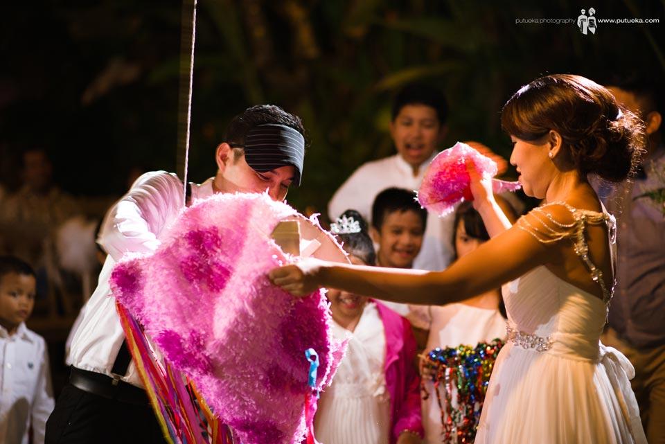 Ayu and Hakim rip the piñata