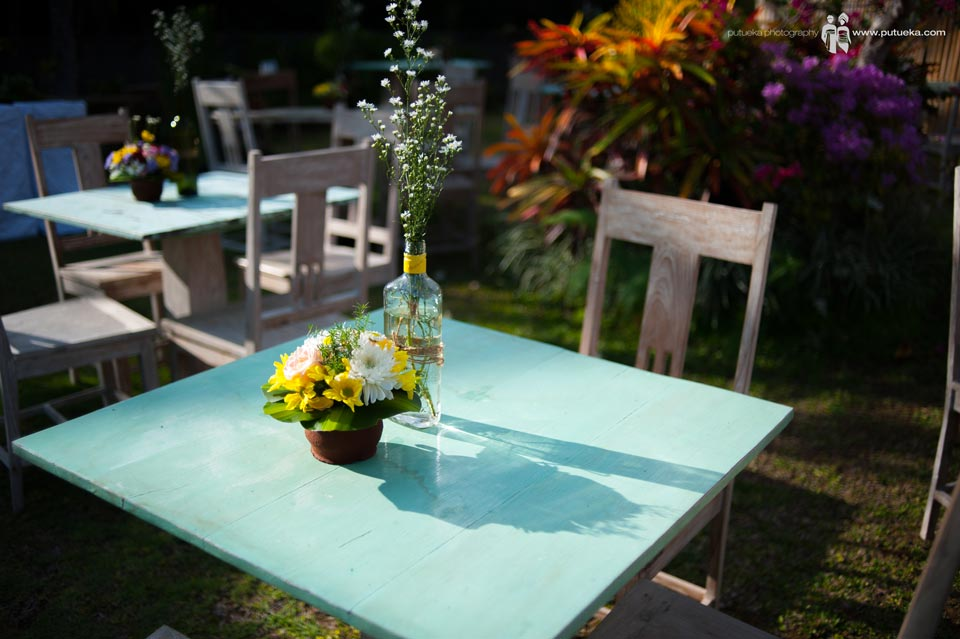 Flower vase and table arrangement of Ayu and Hakim wedding in bali