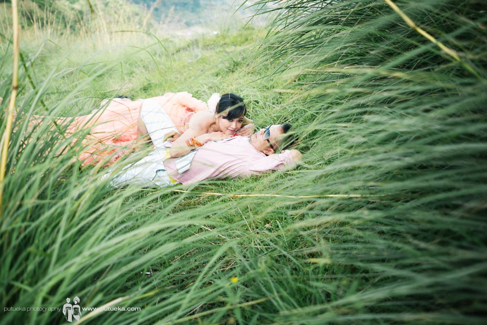 Kintamani Bali pre wedding photography session inside green lush grass
