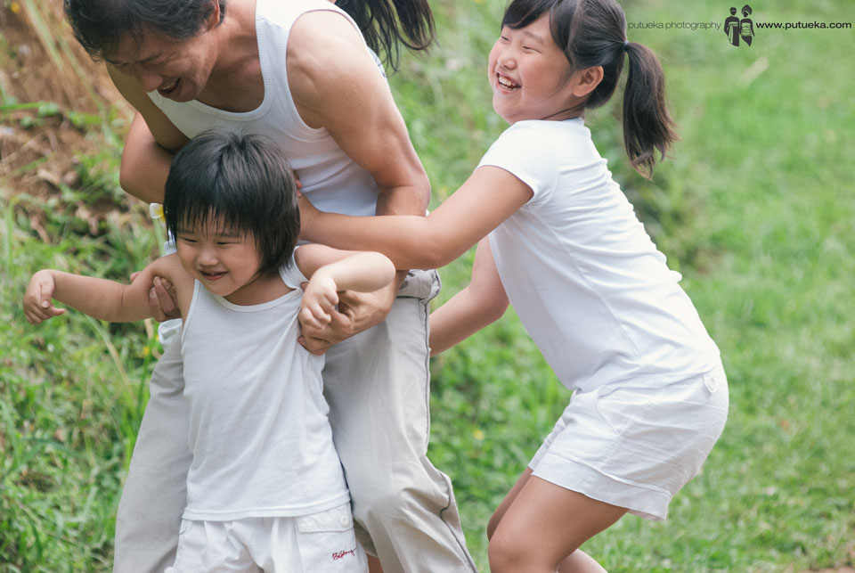 Jasmin Junus family playing together with full of happiness