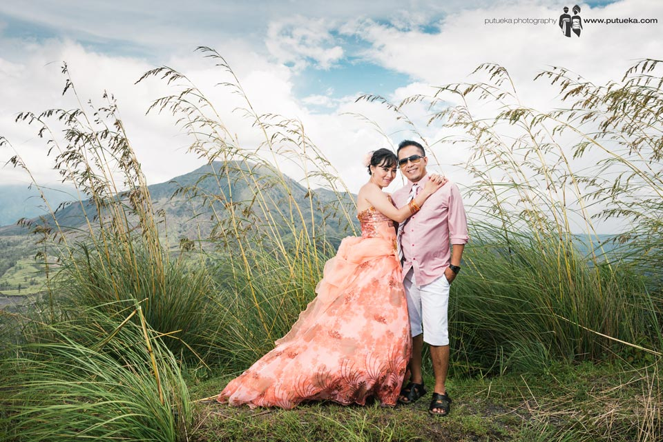 Bali pre wedding photography session in front of Batur mountain