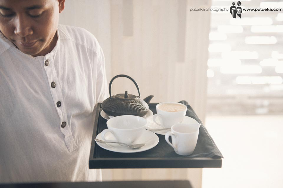 Alila Uluwatu butler serve coffee