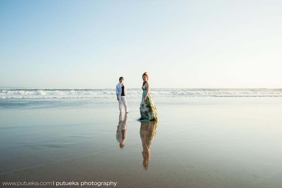 Bali beach witness their Bali prewedding photography session
