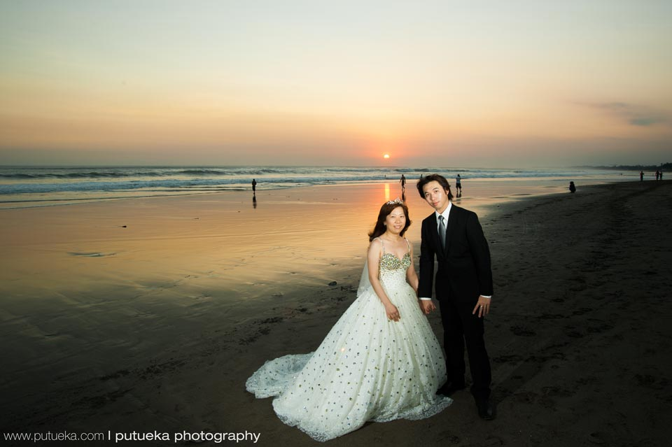 Sunset engagement session on Bali beach