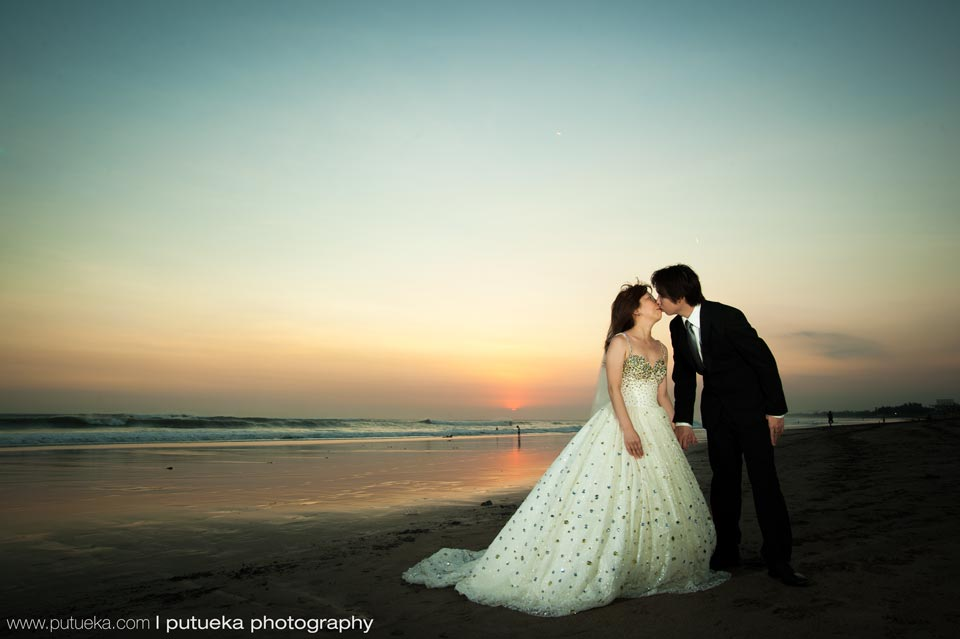 Unforgetable Bali sunset kiss