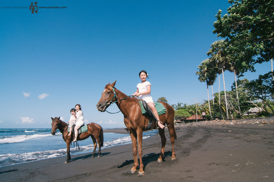 Family vacation to Bali, enjoy riding horse at the beach