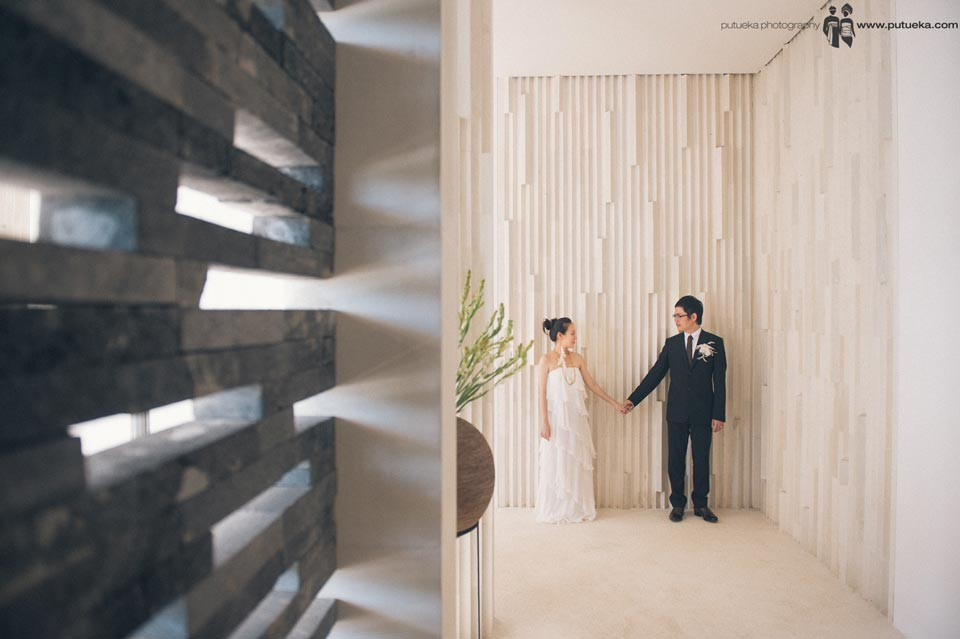 Happy newlywed couple at Alila Uluwatu