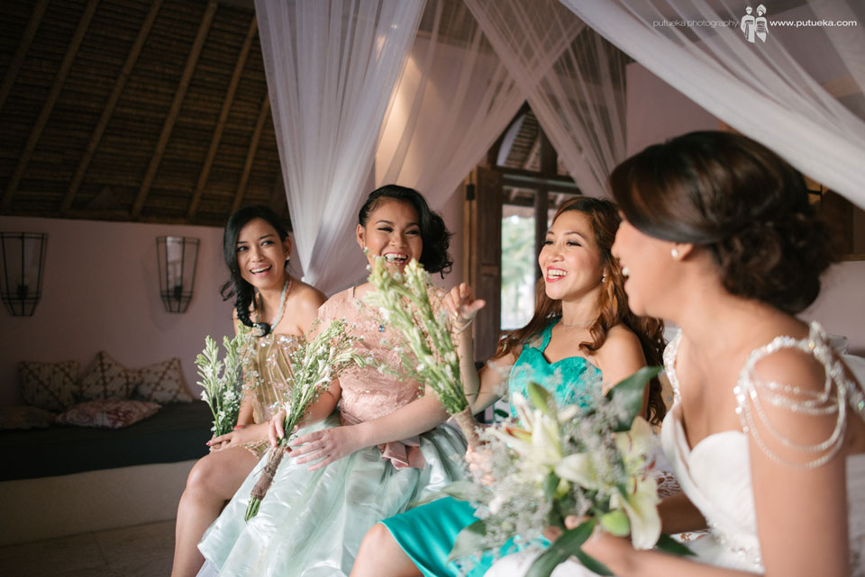 Laughing with bridesmaid for bali wedding photography