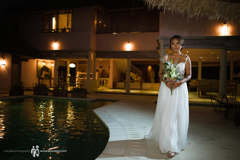 Brides walking by the pool to wedding venue