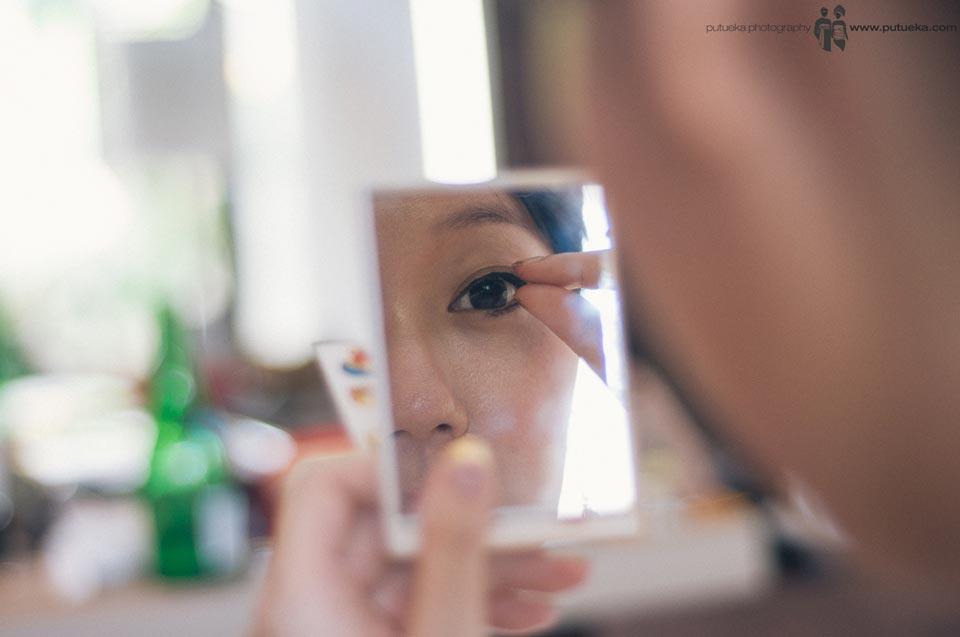 Bride on her wedding makeup session