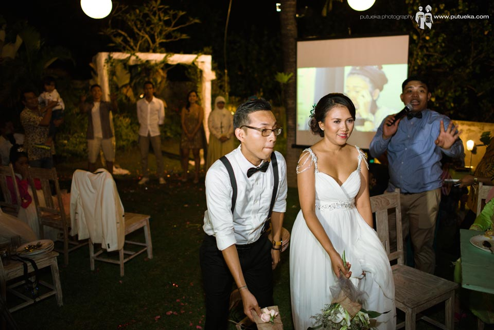 Ayu and Hakim throw the bouquet