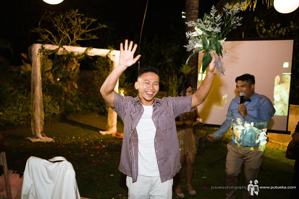 The lucky one who catch the bouquet