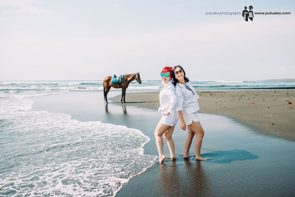 Annie and friend on Bali vacation photography session