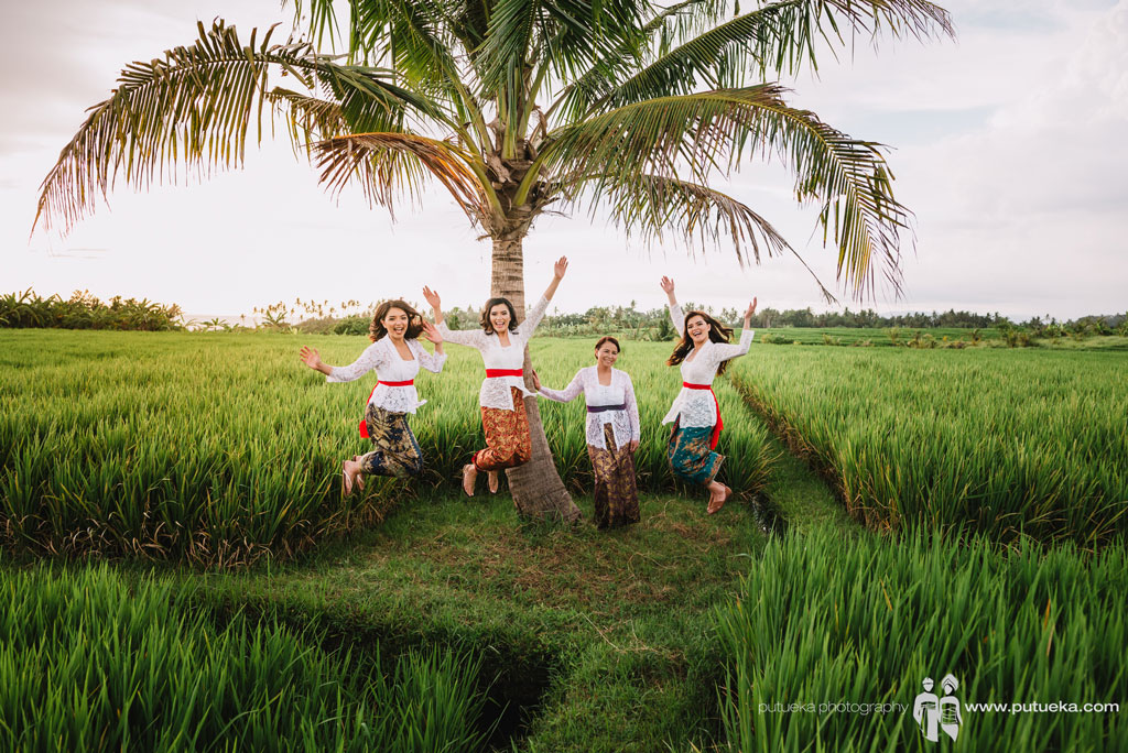 Bali sweet escape of Lina's family to Tanah Lot rice fields