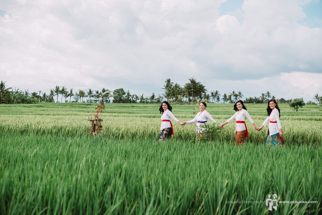 Holding hands inside the green ricefields for photo session