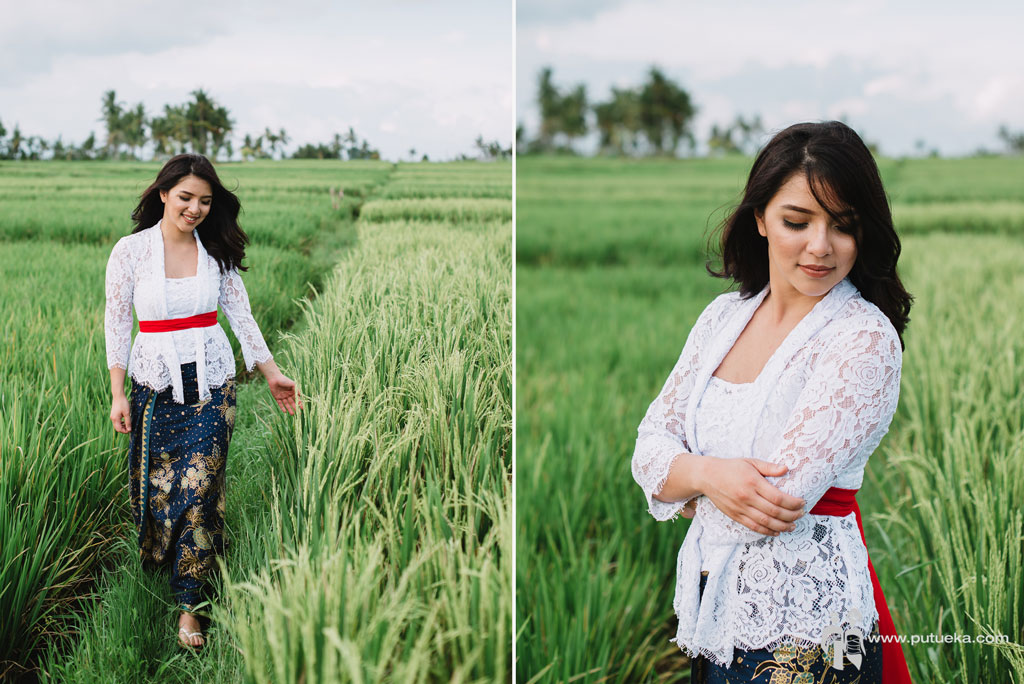 Ms. Lina daughter wearing Balinese kebaya in their holiday photography session