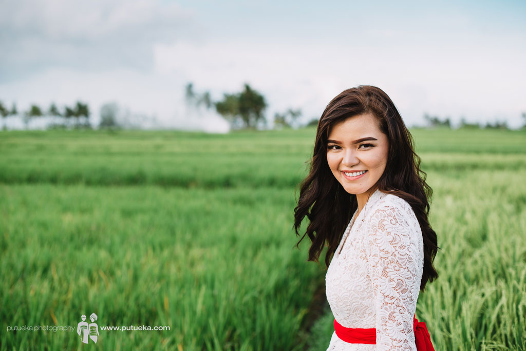 Sweet smile with the gorgeous scenery of Bali rice fields